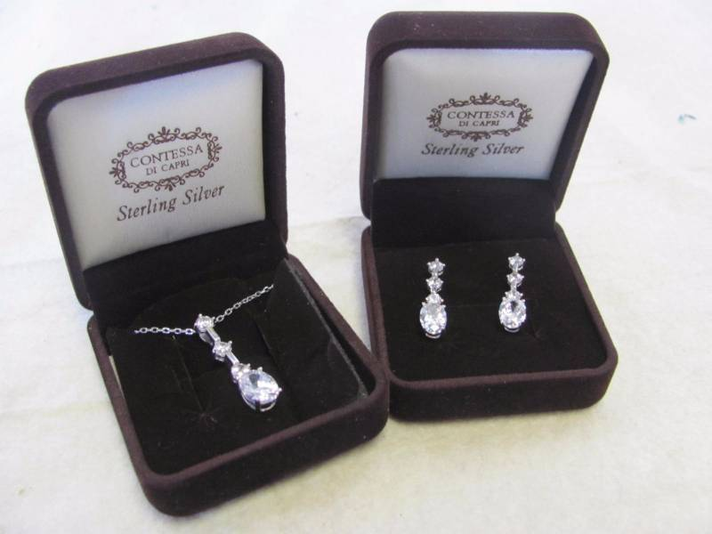 0c8d3dab1 Contessa Di Capri Sterling Silver Crystal Earring & Pendant Set New Catalog  Item from a major Online Retailer! Includes Gift Box.