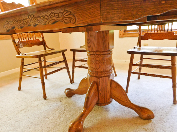 Vintage Honey Oak Dining Room Table And 6 Pressed Back Oak