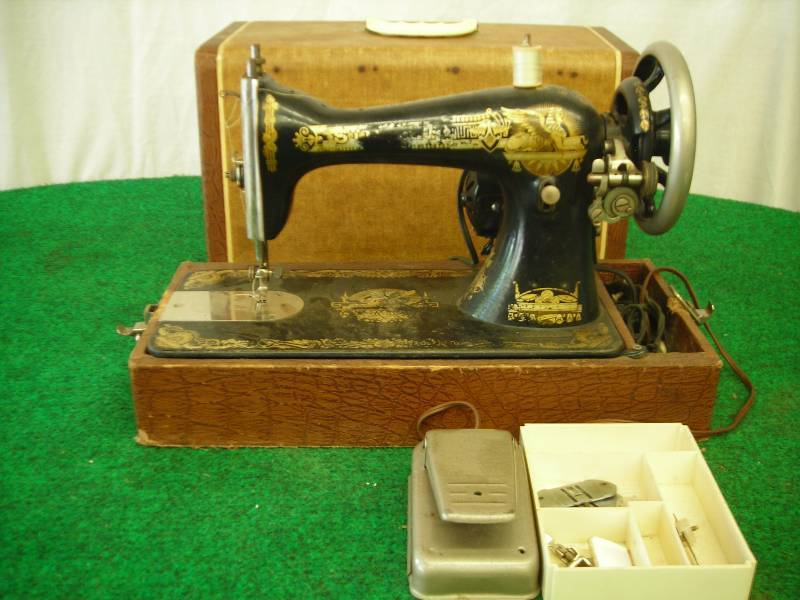 Vintage Singer L40 Portable Sewing Machine With Case Classy Vintage Singer Portable Sewing Machine