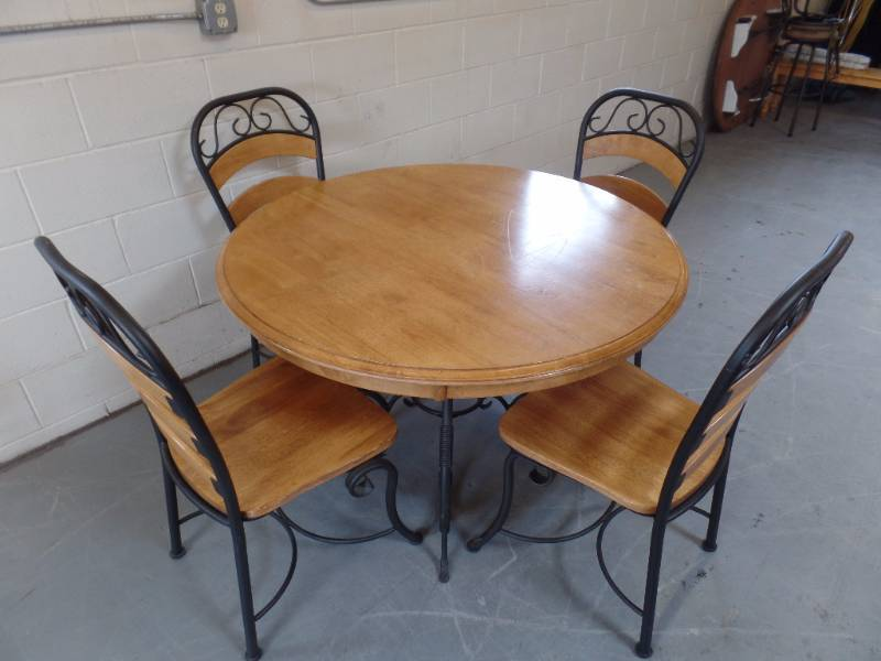 Dining room table and chairs tch 334 home goods for Dining room tables home goods