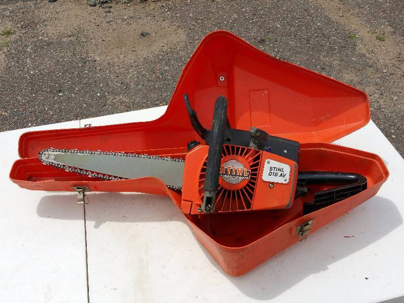 Stihl av chainsaw w case wood carvings native