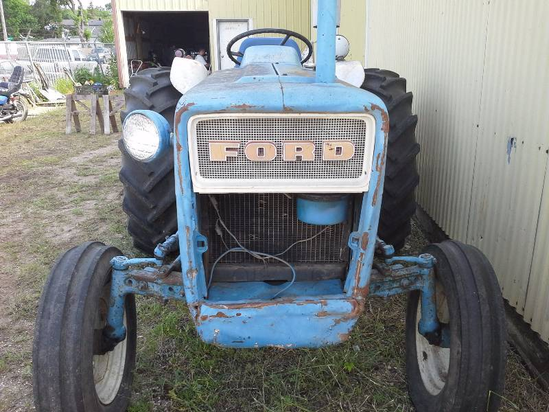 Ford 3000 Diesel Tractor Grill : Ford tractor july consignment auction k bid