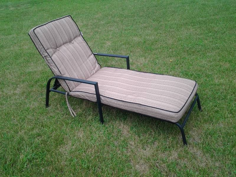 Andover on location moving sale in andover minnesota by for Camo chaise lounge