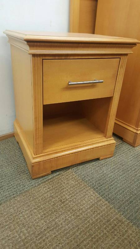 Maple Night Stand 1 Drawer Designer Made In Usa Quality Lightly Used Furniture Lamp And