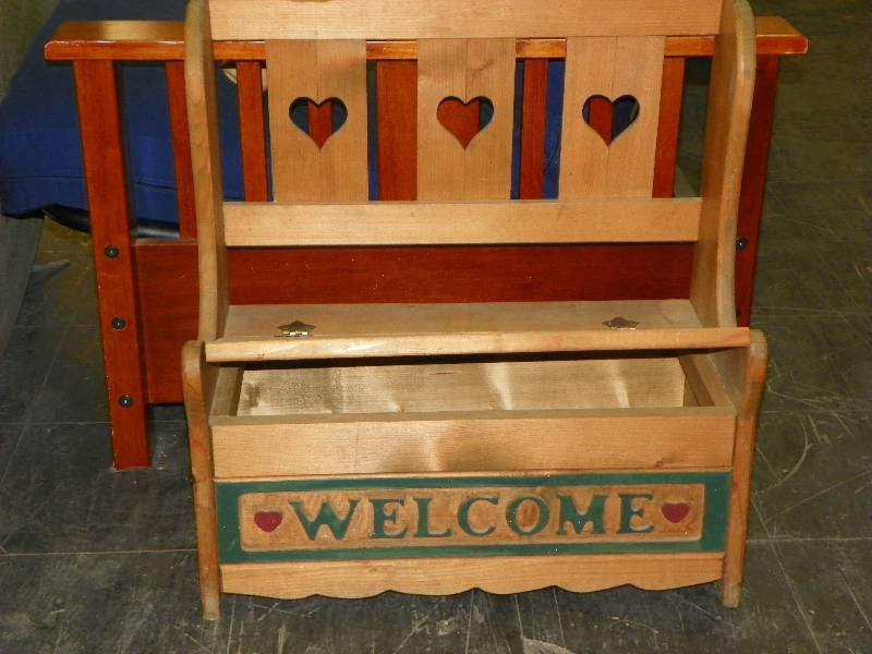 Wooden Quot Welcome Quot Bench Storage September Consignment