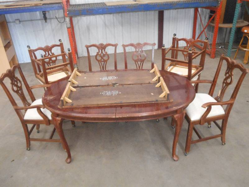Vintage dining room table with 8 loretto equipment for Dining room equipment