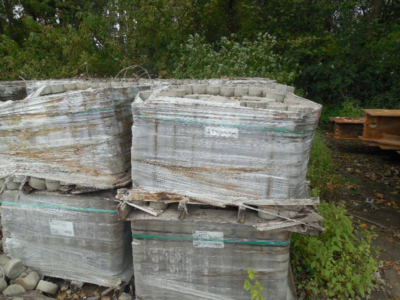 2 Pallet Lot Of Crescent Edgers Shale Pavers Mive Concrete Blocks Retaining Auction By The 750 Pallets K Bid