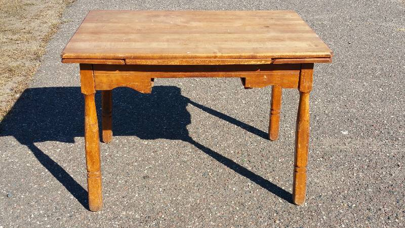 Antique Table With Build In Slide Out Leaves | St. Cloud Estate Auction |  Antiques, Roseville, Red Wing, Furniture, Adverting, Artwork, And More! |  K BID