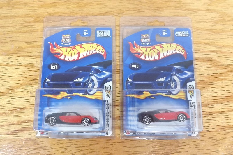 2 mint on card hot wheels 2003 bugatti veyron 39 s in protecters ec 180 high end estate. Black Bedroom Furniture Sets. Home Design Ideas