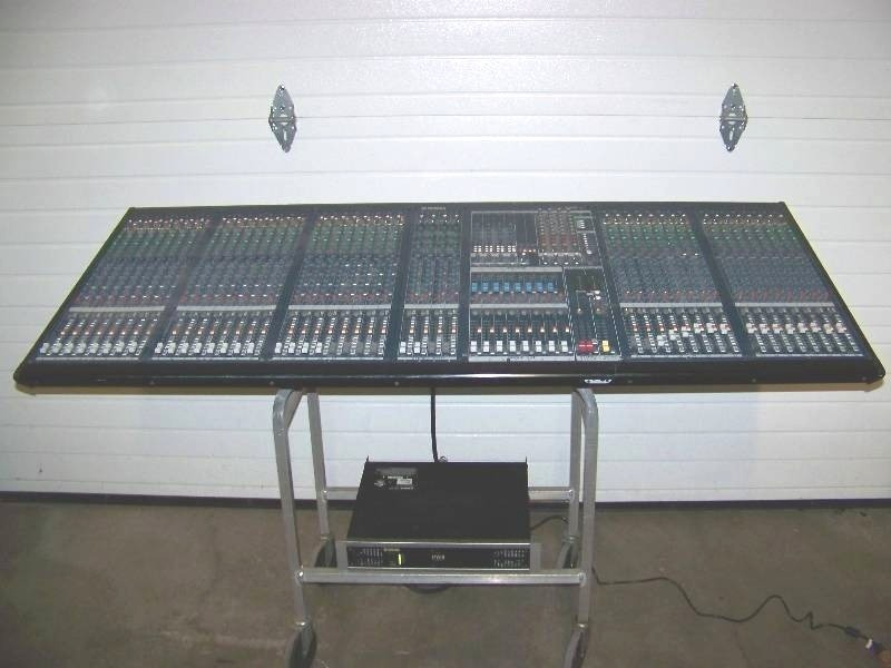 Yamaha 40 channel mixing console sound board with for Yamaha mixing boards