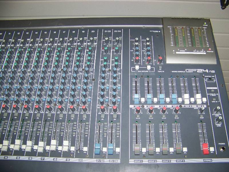 Yamaha 24 channel mixing console sound board with for Yamaha mixing boards