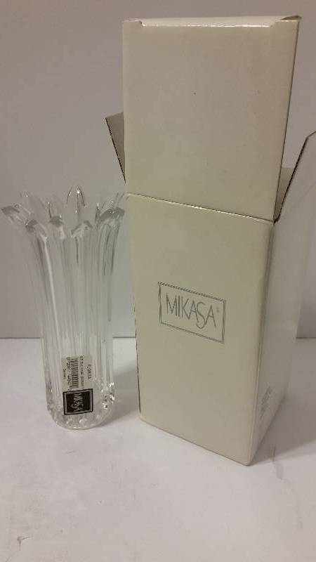 Mikasa Florita Crystal 65 Bud Vase New In Original Box Holiday