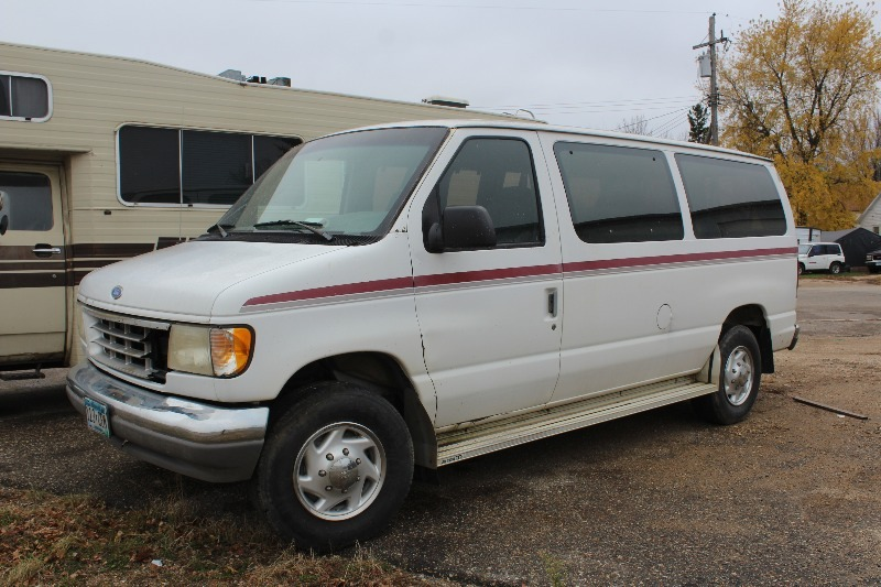 1996 Ford E350 Club Wagon 12 Passenger Van