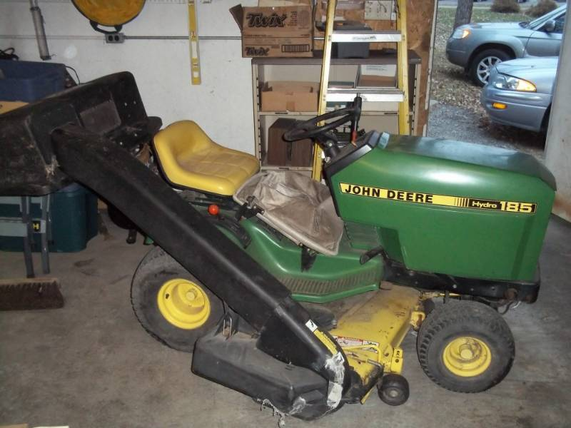 John Deere Hydro 185 Lawn Tractor With Bagger Tire Chains Advanced S Estate Consignment Auction 177 K Bid