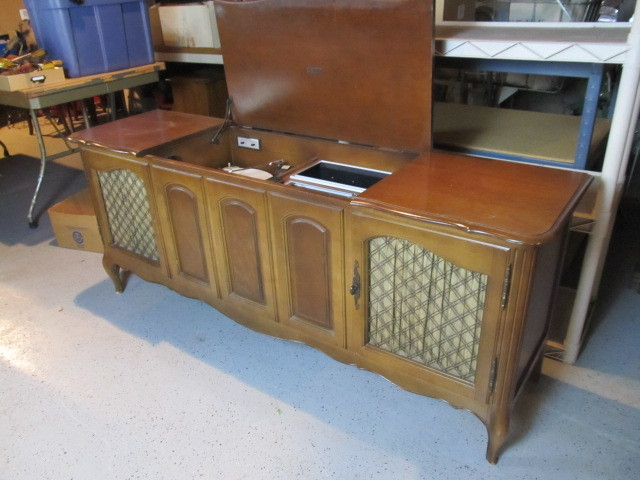 Nice Working Mid Century Zenith Record Player/Radio Cabinet ...