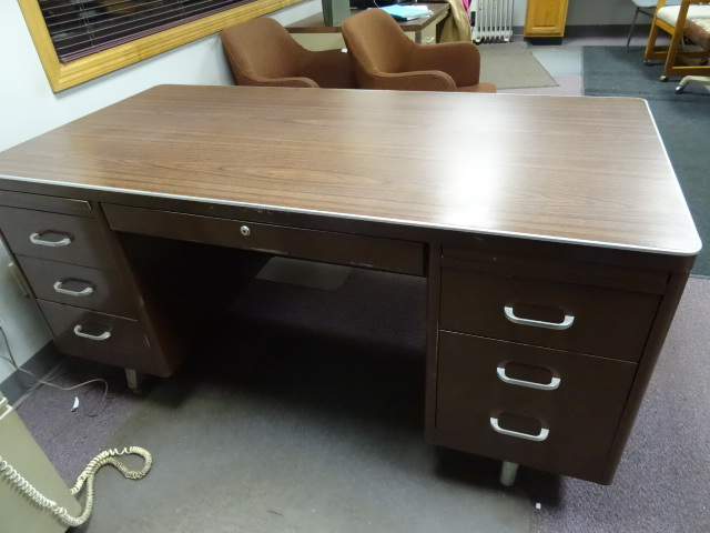 5 drawer metal office desk 60 x 30 x 29 k c auctions for Porte 60 x 30