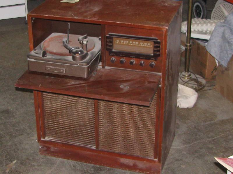 Magnavox Console Radio/phonograph | Antique & Collectible