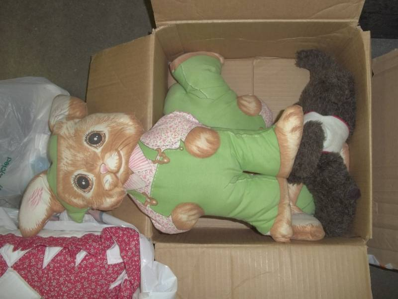 Stuffed animals, pillow, blanket Advanced Sales Consignment Auction #185 K-BID