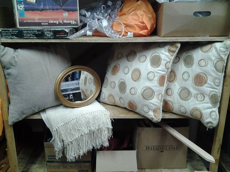 3-Decorative Pillows, 1-Throw Blanket, Mirror