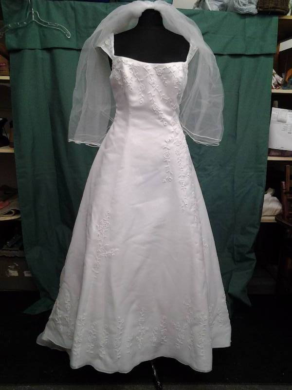 Moonlight White/Beaded With Veil Size 14