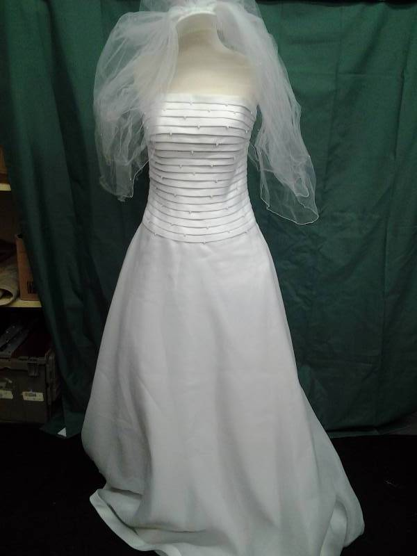 Justin Alexander With Veil New With Tags Size 12