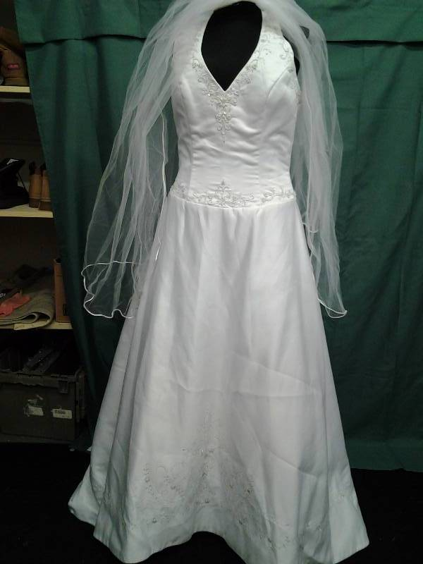 Dreams With Veil Size 14