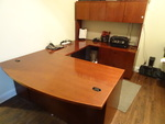 U shaped office desk. 3 drawers. 2 lateral drawers. 4 doors on hutch. Includes keys. 4 pieces. 107 x 72 x 71.