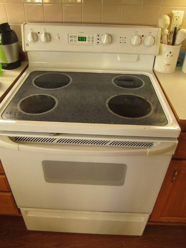 charming Kitchen Appliances Auction #8: GE Stove and oven with glass-top range ...