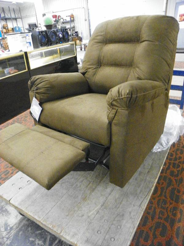 Ashley Bladen Rocker Recliner Coffee Color May Unclaimed Freight Returns And Overstock 1 10