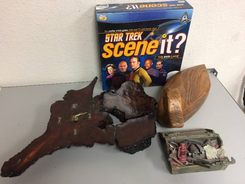 Star trek Scene It w/Collectibles