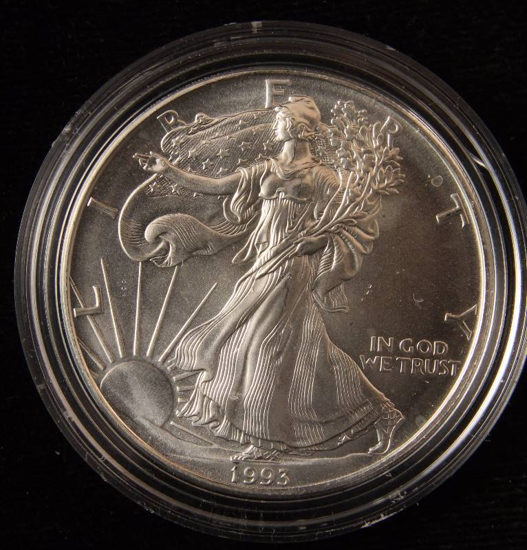 1993 AMERICAN SILVER EAGLE 1 TROY Oz. .999 FINE SILVER DOLLAR IN AIRTITE HOLDER