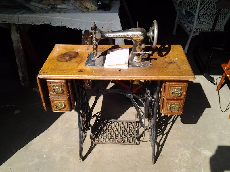 Antique singer sewing machine with manual serial model 12446137 ramsey mn antique furniture Model home furniture auction mn