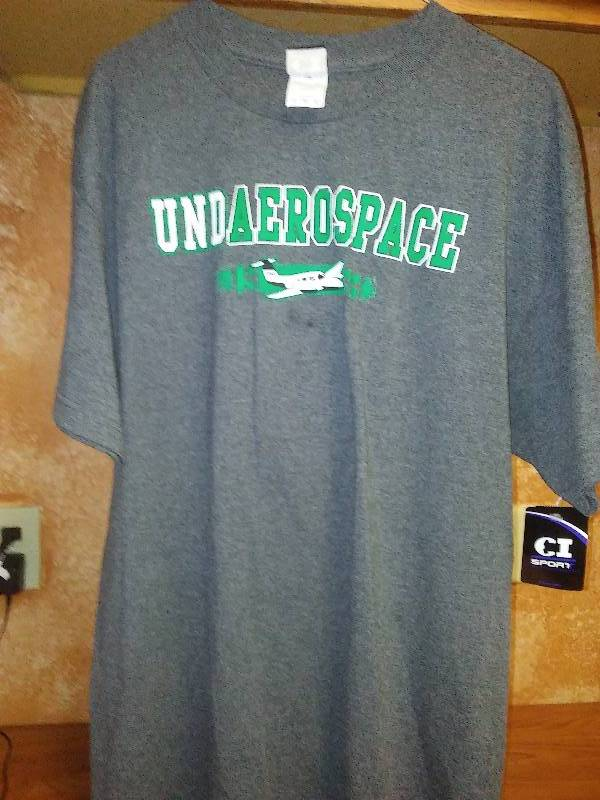 NEW UND Sioux Fighting Hawks T Tee shirt Large