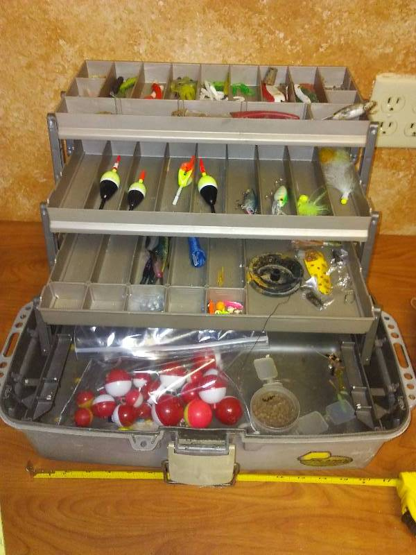 Plano Guide Series Tackle Box with tackle