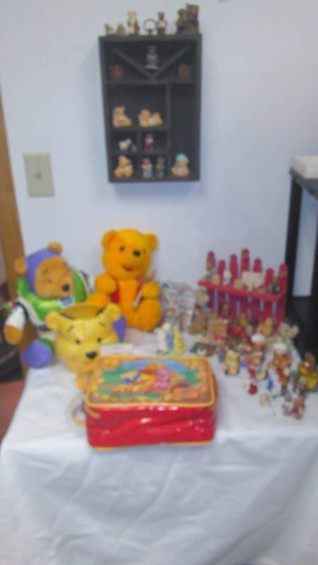 Bears R Us New Disney Pooh Bear Lunch kit with accessories, Hagen Renaker Pewter Bears and much more ? see pictures
