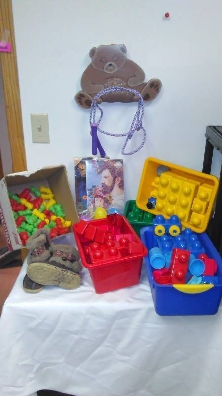 Jumbo Lego's and more, Cherokee Girls Winter Boots (like new Size 9)