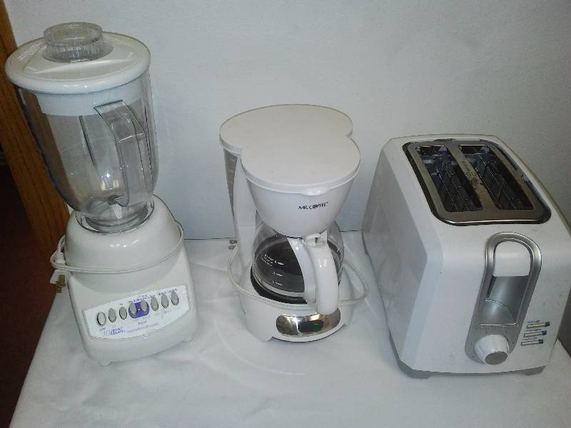 Black and Decker Bagel Sized Toaster, Mr. Coffee 4 cup, Hamilton Beach Blender