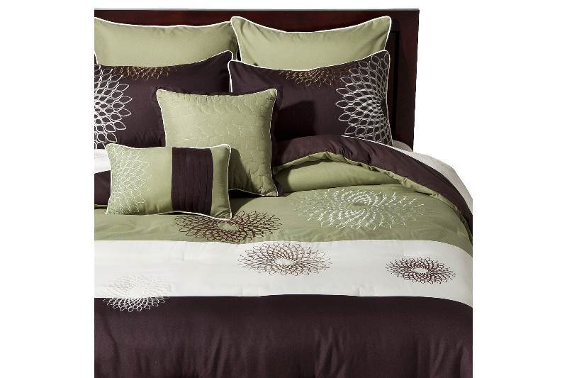New Damaged Package Medallion Embroidered 8 Piece Bedding Set - Green/Brown
