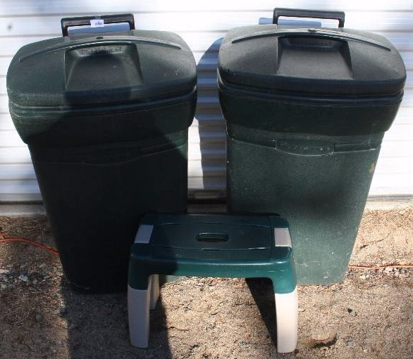 Garbage Cans And Step Stool Estate Auction K Bid