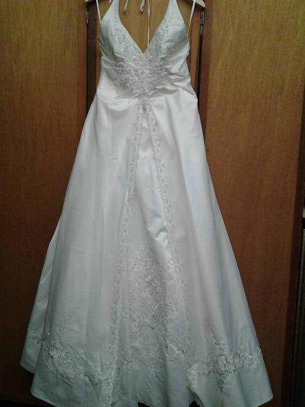 Pc mary 39 s ivory beaded size 10 wedding gowns flower for Pc mary s wedding dress