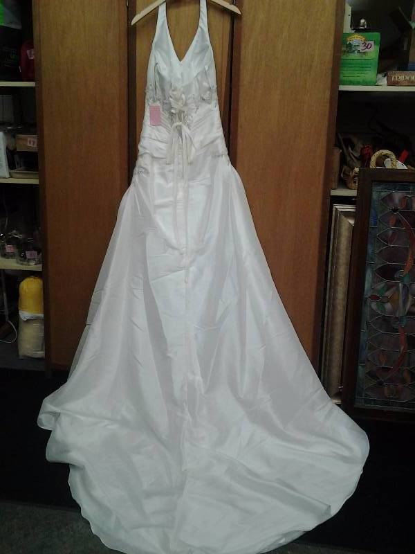 Pc mary 39 s ivory beaded size 8 wedding gowns flower girl for Pc mary s wedding dress