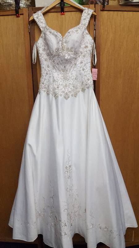 Pc mary 39 s white silver beaded rhinestones size 10 for Pc mary s wedding dress