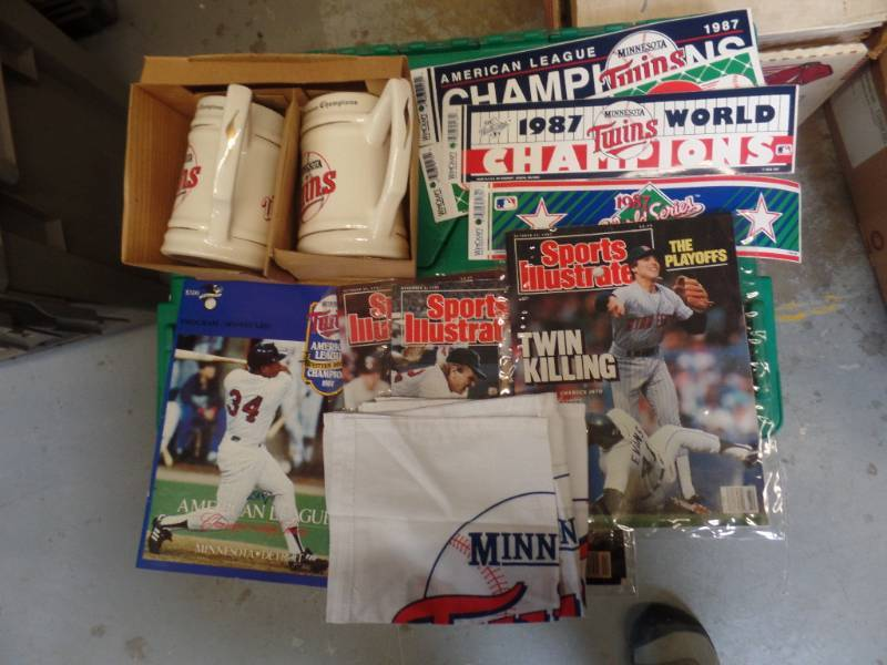 MN TWINS 1987 CHAMPIONSHIP NOVELTY ITEMS