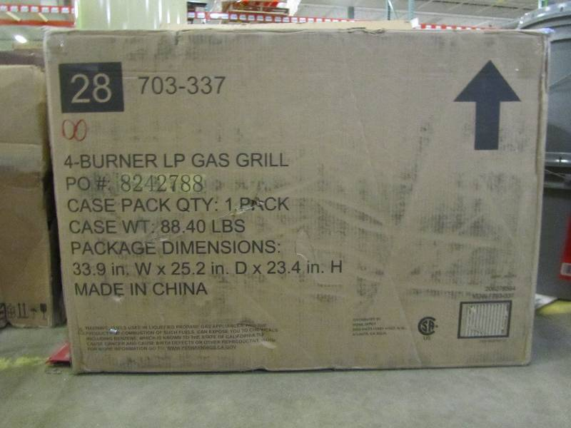 Dyna Glo 4 Burner Open Cart Lp Gas Grill In Black Mn Home Outlet Auctions 36 K Bid