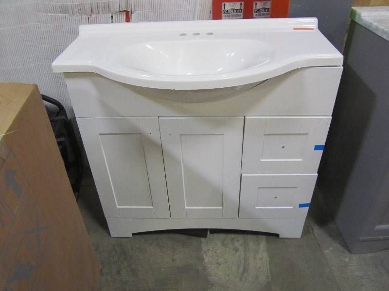 Glacier Bay Del Mar 36 In W Vanity With Ab Engineered Composite Top White Mn Home Outlet Auctions Burnsville 42 K Bid