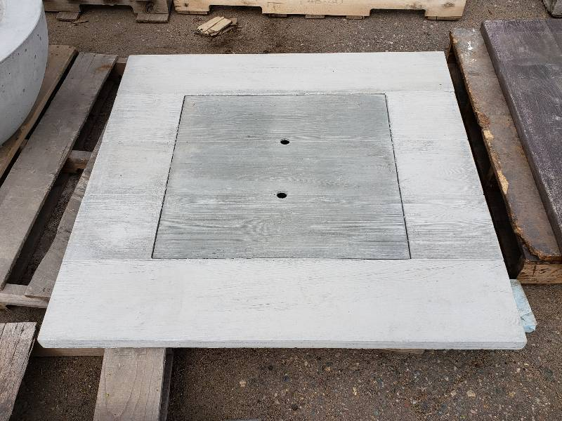 Square Wood Grain Concrete Tabletop W/ Insert | Spring Lawn U0026 Garden  Outdoor Auction | Concrete Planters, Pavers, Table Tops, And More! | K BID