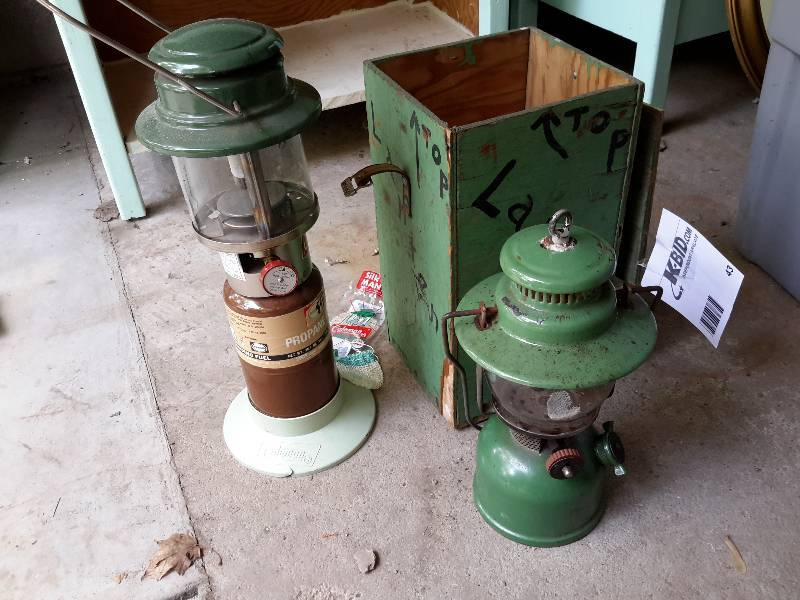 1 Kerosene Lantern, 1 Coleman Propane Lantern | St  Paul Garage and