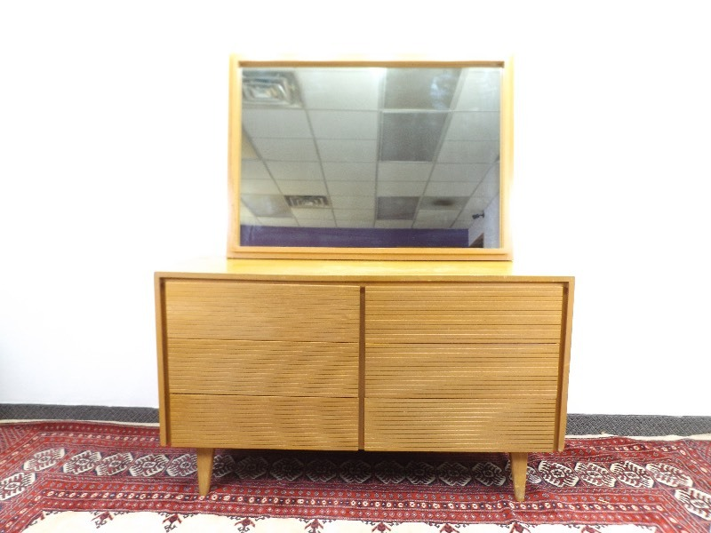 Mid Century Modern Maple 6 Drawer Lowboy Dresser With Mirror Ec 237 Mid Century Vintage Estate Auction K Bid