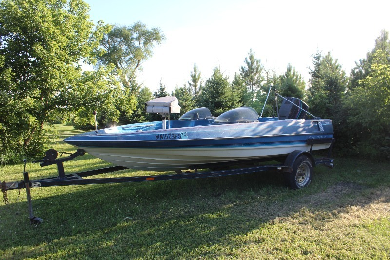 1988 Bayliner Trophy Series Fish / Ski Boat w/ Trailer