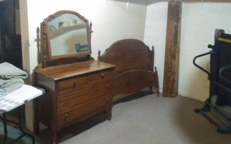 Vintage Bedroom Set Includes Dresser Mirror Head Board